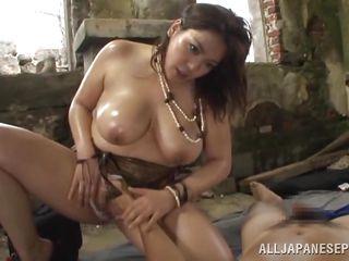 Зрелая мамка с большой грудью