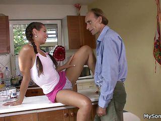 Порно старые пристают к молодым