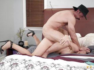 Порно большие сиськи как кончают