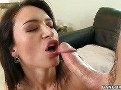Порно в попку кончают в рот