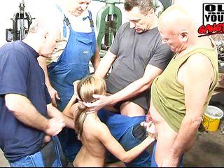 Порно кунилингус зрелым
