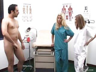 Порно осмотр у доктора
