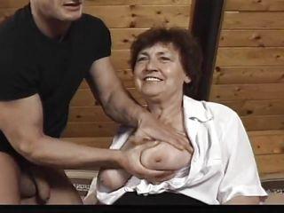 Порно худенькая бабушка