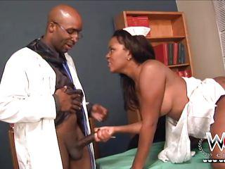 Порно секс на приеме у врача