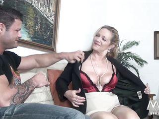 Порно свежее с бабушками